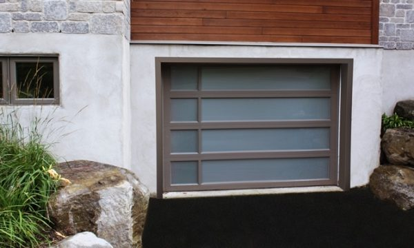 Panoramic Garage Door / Sable / White Laminated Windows