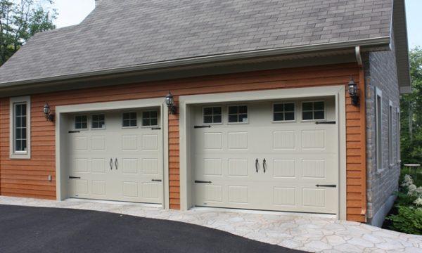 New-Hampshire / Kaki / Fenêtres scellées 4 carreaux peinturés, cadres peinturés / Ensemble de pentures et poignées décoratives
