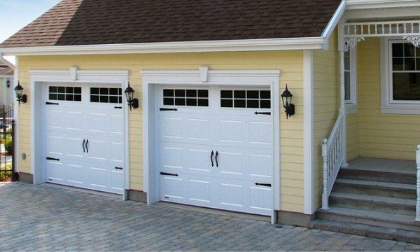 New-Hampshire / Blanc / Fenêtres scellées 8 carreaux blancs, cadres peinturés / Ensemble de pentures et poignées décoratives