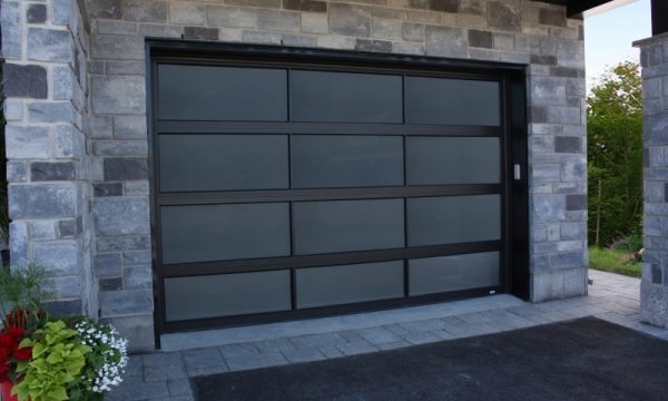 Panoramic Garage Door  / Noir / Gray Polycarbonate Glass