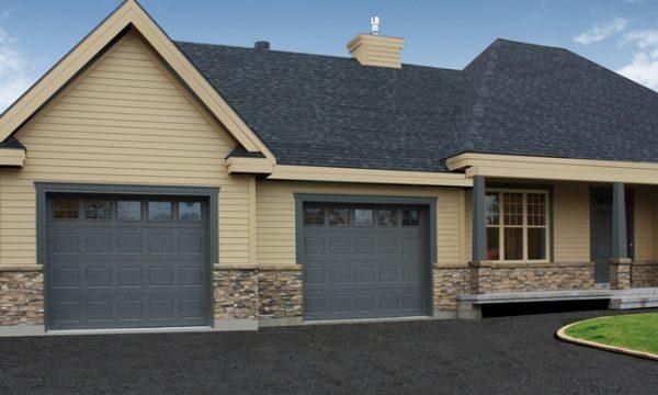 Vermont / Peinturé Charbon / Fenêtres scellées 4 carreaux laiton avec cadres peinturés