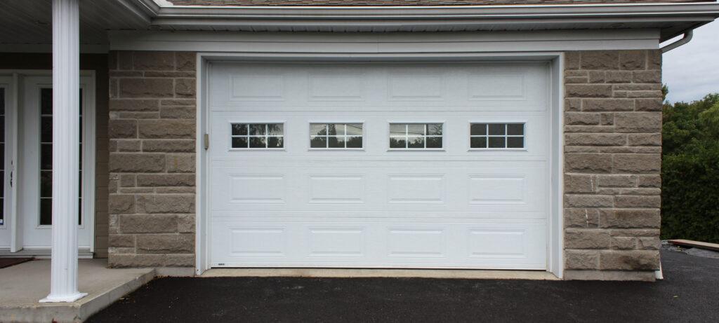 porte de garage avec fenêtres thermos